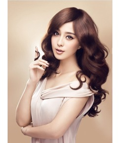 Natural New Style Long Curly 20 Inches Smooth Soft Fashion Wig