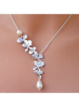 Leaves with Pearl Pendant Women's Necklace