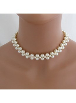 Elegant Women's Pearl Necklace