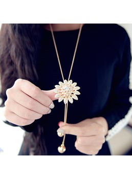 Floral Shaped Rhinestone Decorated Sweater Chain