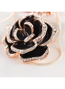 Fashion Flower Pendant Sweater Chain