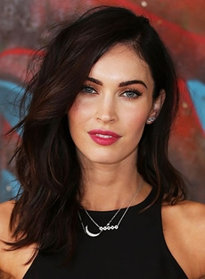 Megan Fox Long Natural Wavy Lace Front Cap 18 Inches Synthetic Hair Wigs