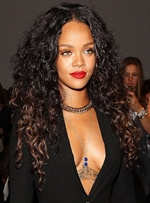 Attrayant Rihanna Long Curly Lace Front Cheveux Synthétiques Perruque 24 pouces