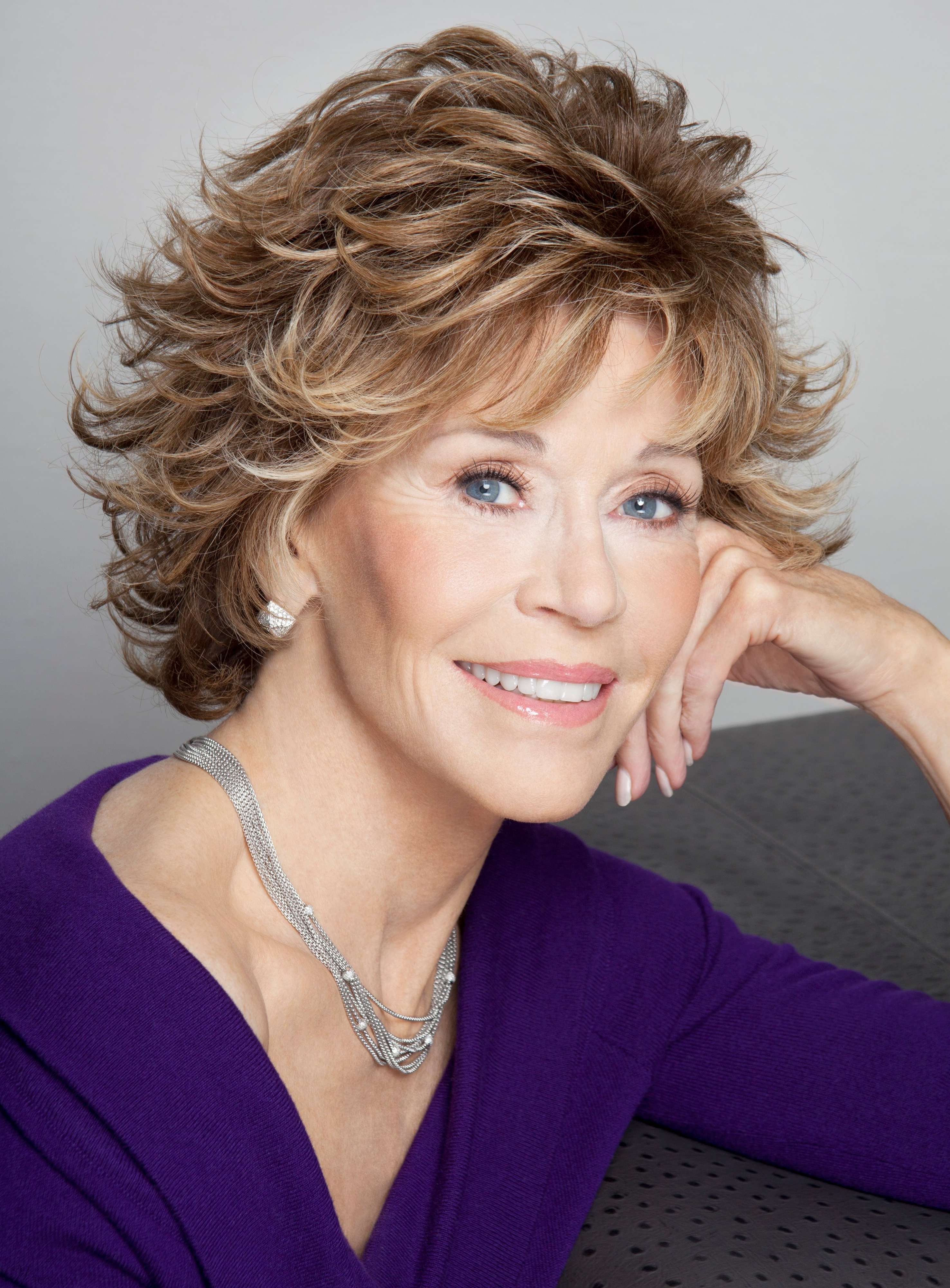 Jane Fonda Short Wavy Layered Synthetic Hair Capless Wig 8 Inches 11664618