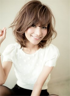 Short Wavy Bob Hairstyle Pixie Haircut with Wispy Bangs Synthetic Hair Capless Wig 12 Inches
