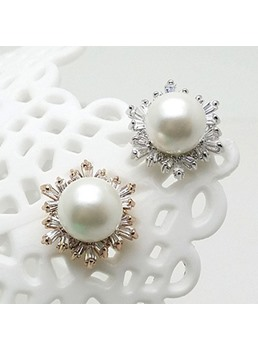 Snowflake-Shaped Zircon Pearl Stud Earrings