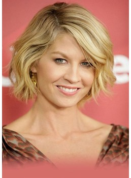Women's Heat-Friendly Short Wavy Hairstyles Synthetic Hair Wigs Lace Front Basic Cap Wigs 12Inch