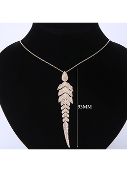 Women's European Style Geometric Diamante Pendant Necklace