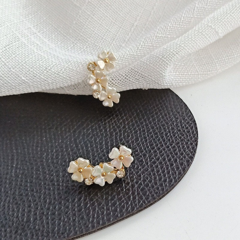 Korean Style Women's Floral Pattern Alloy Material Stud Earrings For Party/Birthday/Gift