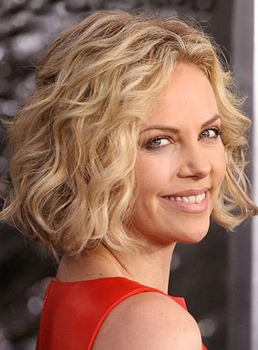 Hot Sale Charlize Theron Frisur Kurz Wellig  Golden Blonde Lace Spitzefront Echthaar Perücke 10 Zoll